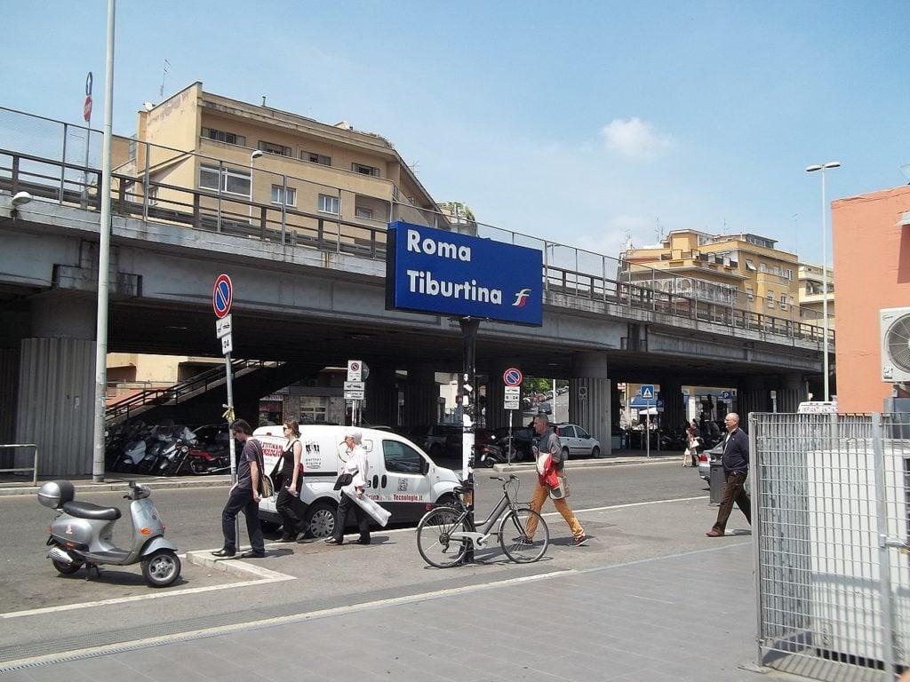 """Aggressione a Stazione Tiburtina. FdI: """"Situazione immigrati allo sbando"""""""